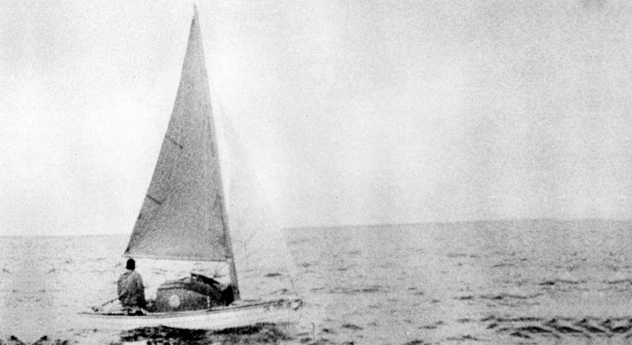 Robert Manry begins his voyage across the Atlantic in his 13.5-foot sailboat, Tinkerbelle. June 1, 1965.