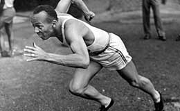 Jesse Owens in mid-stride