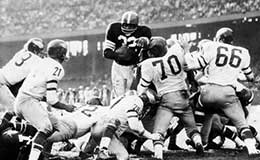 Jim Brown scores a touchdown, 1959