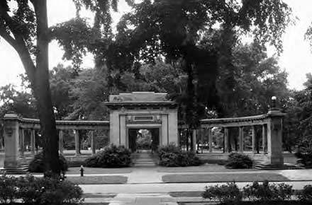 Memorial Arch of Oberlin College in 1933, as seen looking east from Peters Hall