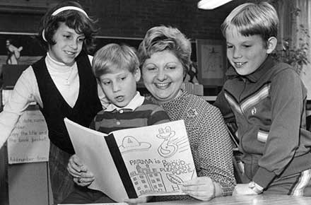 Story time for Parma children, 1980